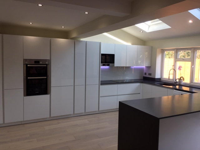 Schuller Gloss Lacquer White