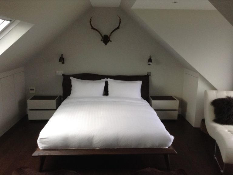 Dark wooden bed and bedside cabinets#2-Realmuto